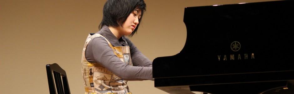 渚子さんピアノ演奏(上映会ミニコンサート)