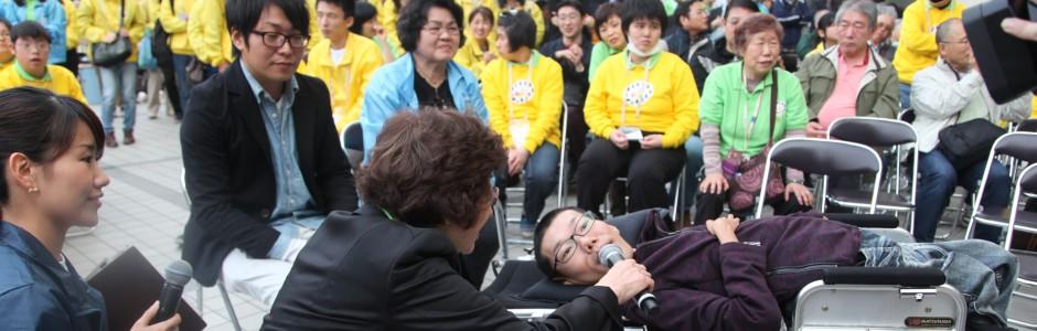 第6回音楽祭・お笑い芸人あそどっぐさんへインタビューするのは入部会長です。